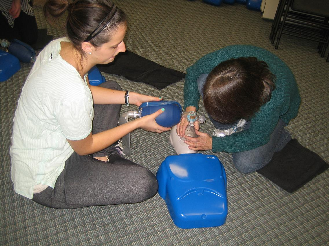 Professional approved cpr courses practise using pocket mask and bag valve mask in cpr training courses xflitez Images